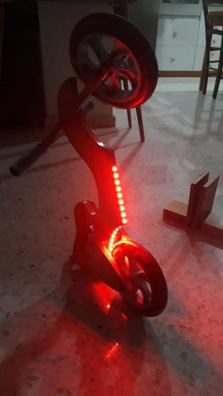 תאורת לד צבע אדום הפעלה סוללה לעיצוב אופניים מעץ