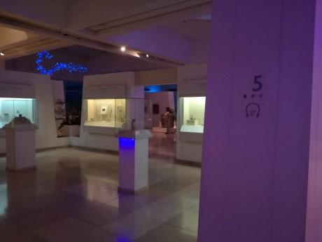 תאורת לד צבע כחול הפעלה סוללות - עבור עיצוב תערוכה במוזיאון ארצות המקרא