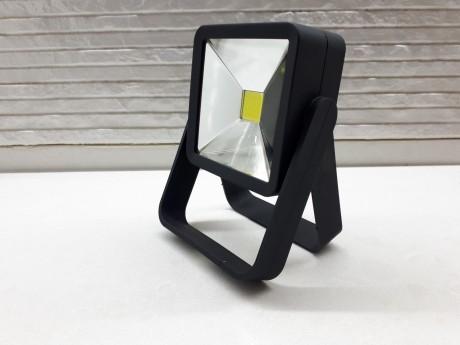 מנורה פרוג'קטור קטן בצבע שחור הפעלה סוללות עם רגליות מתכווננות